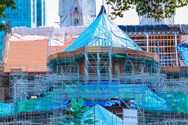 Nhà thờ Đức Bà sau 2 năm trùng tu, dần lộ diện lớp áo mới - Ảnh 7.