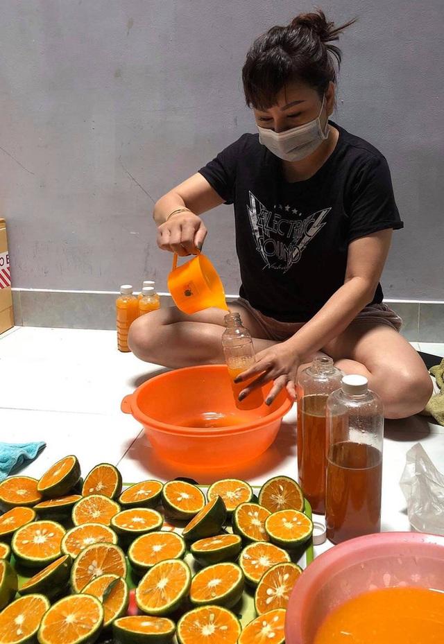 Nghệ sĩ nổi tiếng phải đi bán nước cam, đậu phộng, tóp mỡ mưu sinh giữa đại dịch Covid-19 - Ảnh 3.