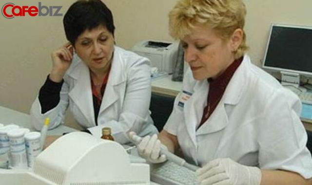 Nữ giáo sư, bác sĩ từng thuyết giảng đạo đức về việc ngăn chặn Covid-19 trở thành ca bệnh siêu lây nhiễm vì che giấu đi du lịch, gây ảnh hưởng tới 1.200 người - Ảnh 2.