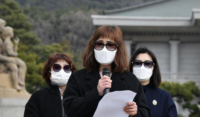 Chỉ 10 phút cởi bỏ khẩu trang, nữ sinh Hàn Quốc bị lây nhiễm Covid-19 từ người bệnh và trải nghiệm đau đớn: Tôi cảm giác như ruột bị xé toạc - Ảnh 2.