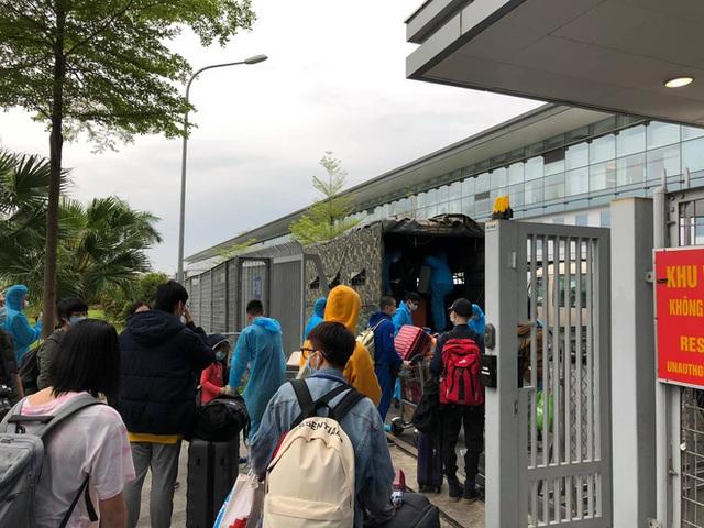 Hành trình về nước bão táp của nữ du học sinh: Những chuyến bay cuối cùng về Việt Nam và bát cháo hành của các chú bộ đội - Ảnh 12.