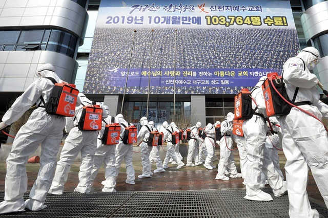 Chỉ 10 phút cởi bỏ khẩu trang, nữ sinh Hàn Quốc bị lây nhiễm Covid-19 từ người bệnh và trải nghiệm đau đớn: Tôi cảm giác như ruột bị xé toạc - Ảnh 3.