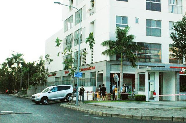 TPHCM phong tỏa 2 chung cư cao cấp vì các ca lây nhiễm từ quán bar Buddha - Ảnh 1.