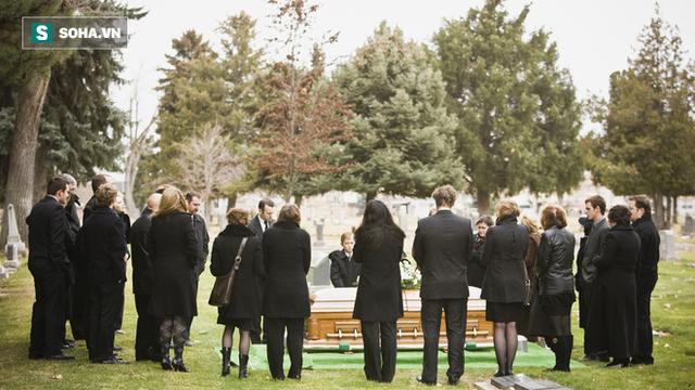 Chồng đòi chôn theo hết tiền bạc sau khi chết, vợ nghĩ ra cách xử lý cao tay bất ngờ - Ảnh 2.