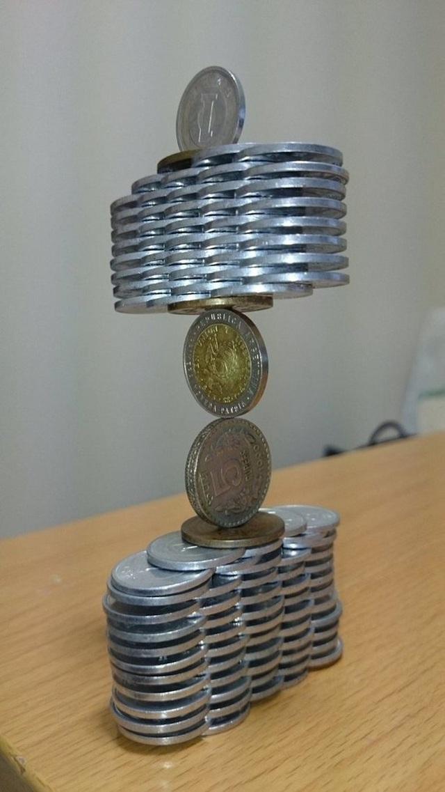 Kỹ năng xếp tiền xu thách thức trọng lực của chàng trai Nhật Bản - Ảnh 12.