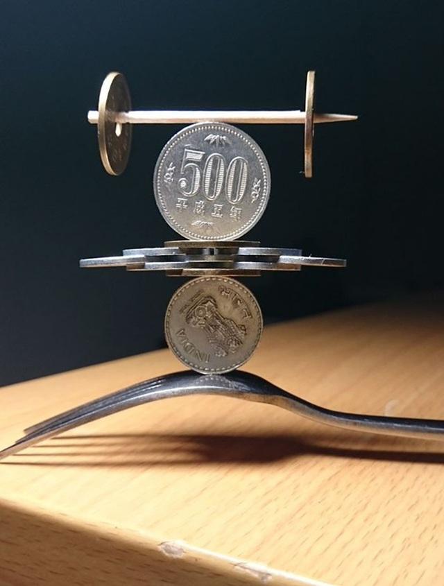 Kỹ năng xếp tiền xu thách thức trọng lực của chàng trai Nhật Bản - Ảnh 6.