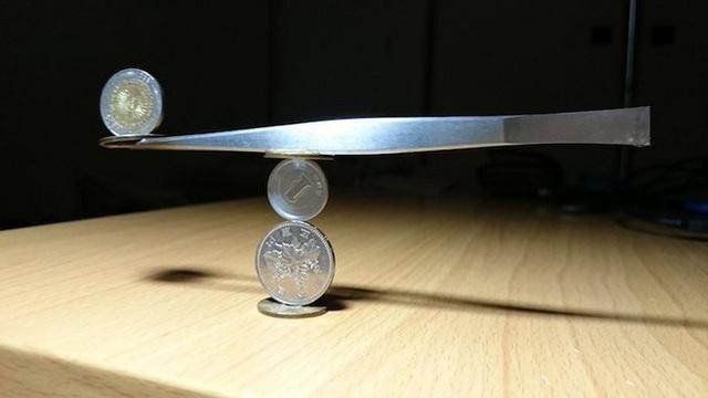 Kỹ năng xếp tiền xu thách thức trọng lực của chàng trai Nhật Bản - Ảnh 8.