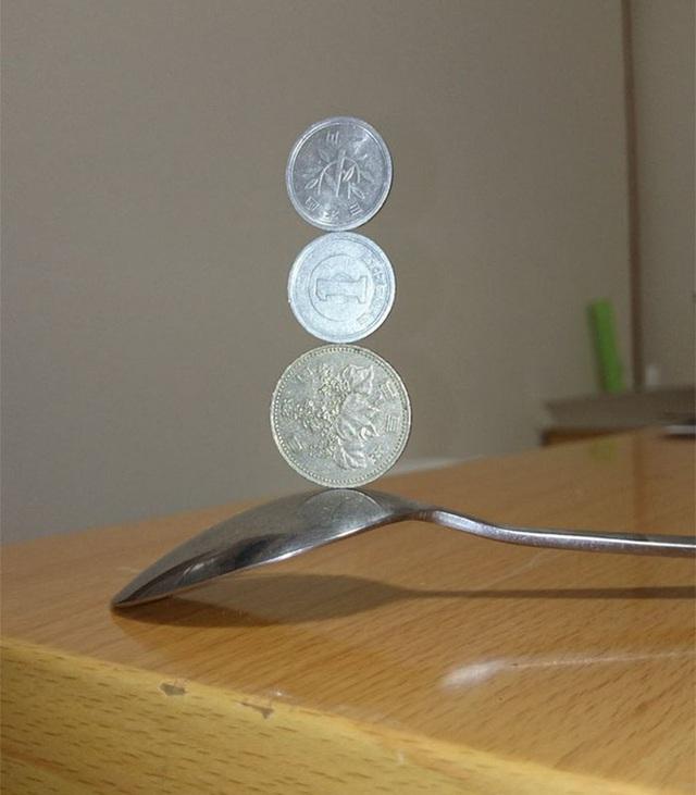 Kỹ năng xếp tiền xu thách thức trọng lực của chàng trai Nhật Bản - Ảnh 9.