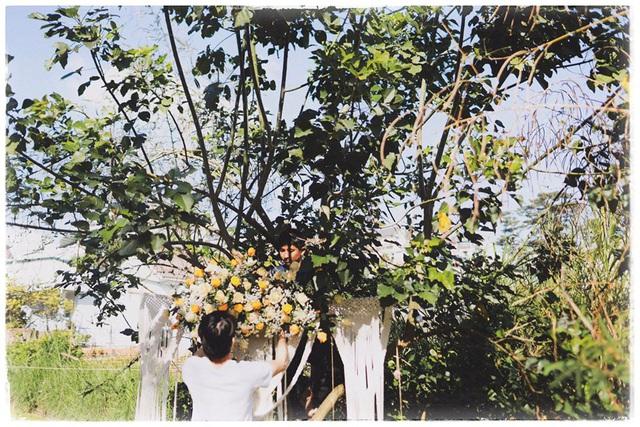 Độc đáo đám cưới tự tay làm hết của cặp đôi sống tối giản Đà Lạt: Cho khách ngồi lên rơm, đến chung vui còn có quà handmade mang về - Ảnh 9.