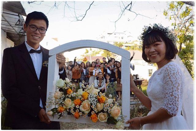 Độc đáo đám cưới tự tay làm hết của cặp đôi sống tối giản Đà Lạt: Cho khách ngồi lên rơm, đến chung vui còn có quà handmade mang về - Ảnh 15.