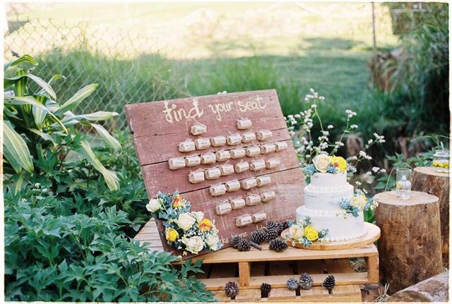 Độc đáo đám cưới tự tay làm hết của cặp đôi sống tối giản Đà Lạt: Cho khách ngồi lên rơm, đến chung vui còn có quà handmade mang về - Ảnh 4.