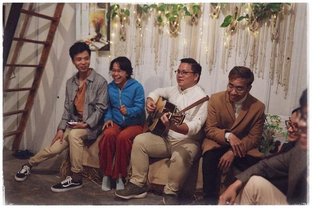 Độc đáo đám cưới tự tay làm hết của cặp đôi sống tối giản Đà Lạt: Cho khách ngồi lên rơm, đến chung vui còn có quà handmade mang về - Ảnh 12.