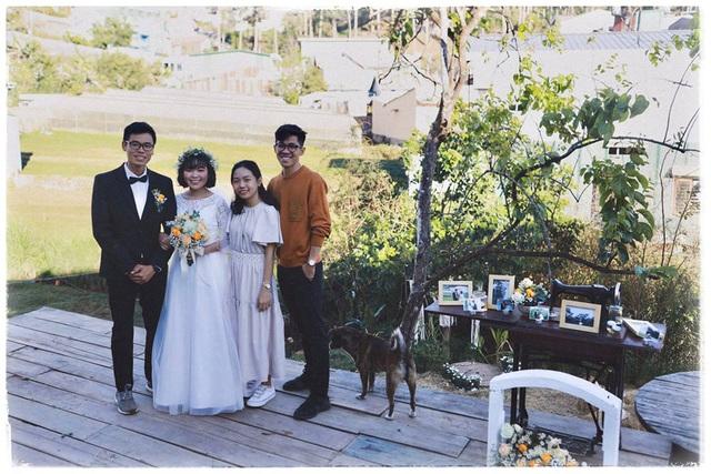 Độc đáo đám cưới tự tay làm hết của cặp đôi sống tối giản Đà Lạt: Cho khách ngồi lên rơm, đến chung vui còn có quà handmade mang về - Ảnh 10.