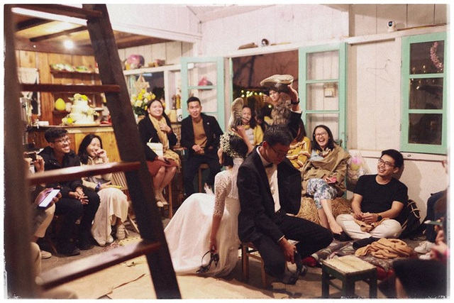 Độc đáo đám cưới tự tay làm hết của cặp đôi sống tối giản Đà Lạt: Cho khách ngồi lên rơm, đến chung vui còn có quà handmade mang về - Ảnh 13.