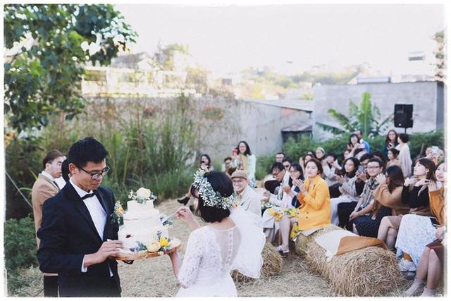 Độc đáo đám cưới tự tay làm hết của cặp đôi sống tối giản Đà Lạt: Cho khách ngồi lên rơm, đến chung vui còn có quà handmade mang về - Ảnh 3.