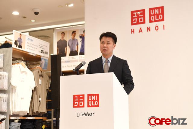 9h30 sáng 6/3, cửa hàng Uniqlo đầu tiên tại Hà Nội chính thức mở cửa, TGĐ Uniqlo Việt Nam cho biết sẽ mở thêm 3 cửa hàng tại Thủ đô - Ảnh 2.