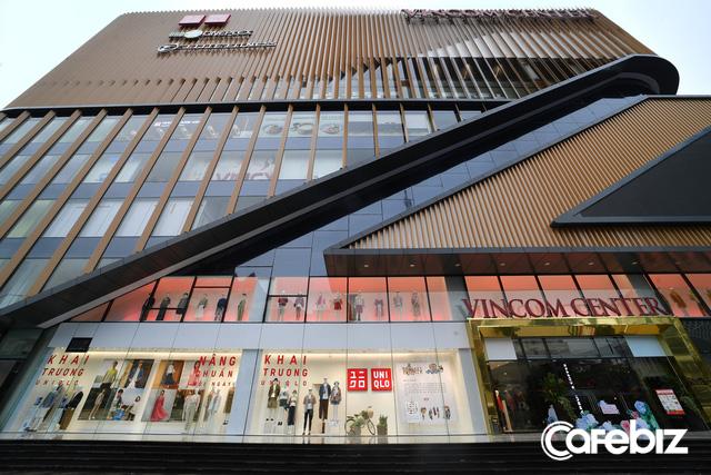 9h30 sáng 6/3, cửa hàng Uniqlo đầu tiên tại Hà Nội chính thức mở cửa, TGĐ Uniqlo Việt Nam cho biết sẽ mở thêm 3 cửa hàng tại Thủ đô - Ảnh 1.