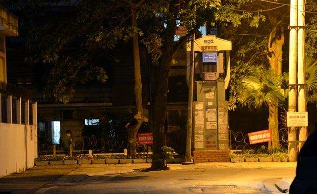 Phong tỏa 2 đầu phố Trúc Bạch: Người đòi ra ngoài không được bức xúc tìm cách trốn - Ảnh 14.