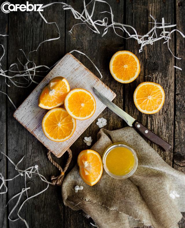 Sống an toàn trong mùa dịch Corona: Không tự uống thuốc khi có dấu hiệu nghi ngờ, chia tay các buổi nhậu, tăng cường vitamin C... - Ảnh 2.
