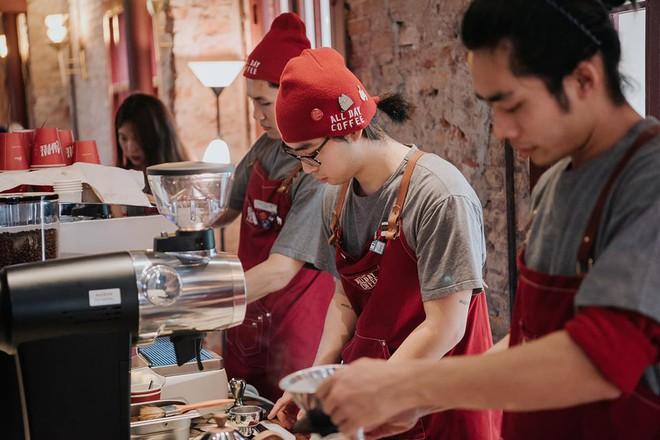Từ Vlogger thành ông chủ chuỗi Xofa Café & Bistro rồi All Day Coffee, Đỗ Hoàng Minh Khôi chia sẻ: Dù mở quán cà phê 3 sao cũng nên dành thời gian trải nghiệm mô hình 5 sao