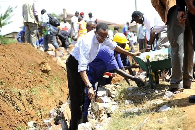 rwanda - 10491076465f4f882337eb 1562637165527972401034 - Bí mật của thành phố sạch nhất châu Phi: Cấm đồ nhựa, tháng nào cũng tổ chức ngày 'toàn dân dọn dẹp'