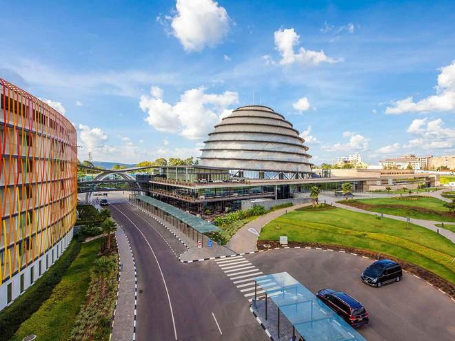 rwanda - kigali 1 15626368410691468760821 - Bí mật của thành phố sạch nhất châu Phi: Cấm đồ nhựa, tháng nào cũng tổ chức ngày 'toàn dân dọn dẹp'