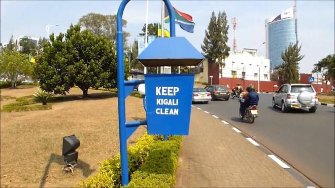 rwanda - maxresdefault 15626366905571993004925 - Bí mật của thành phố sạch nhất châu Phi: Cấm đồ nhựa, tháng nào cũng tổ chức ngày 'toàn dân dọn dẹp'