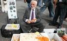 Huyền thoại sales suốt 60 năm mặc vest bán nạo khoai tây ở góc phố Manhattan và trở thành triệu phú: Doanh nhân nào cũng nên học hỏi!
