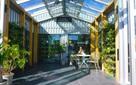 Sinh viên đại học xây căn nhà trị giá hơn 5,5 tỷ đồng, vận hành hoàn toàn bằng năng lượng mặt trời, có hẳn một khu vườn để trồng nông sản
