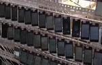 """""""Trang trại trồng view"""" với 10.000 chiếc điện thoại chạy cùng lúc - muốn nổi như cồn ở Trung Quốc quả thực không quá khó"""