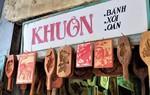 """Bảng hiệu """"kiệm lời"""" và câu chuyện kinh doanh lạ của ông chủ hàng khuôn bánh phố cổ Hà Nội"""