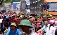 Tắc nghẽn ở chợ vải thiều lớn nhất Việt Nam