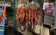 Đặc sản ngày Tết phơi trên dây điện ở Hà Nội