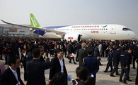 Tháng sau, máy bay chở khách 'made in China' đầu tiên, giá rẻ hơn Boeing, Airbus tới 30%, sẽ chính thức cất cánh