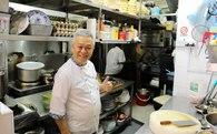 Hành trình kỳ diệu từ cậu bé nhà nghèo phải bỏ học đi làm kiếm ăn, đối mặt với ung thư đến ông chủ nhà hàng đạt ngôi sao vàng Michelin danh giá