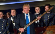 Nhờ Tổng thống Donald Trump, người mắc bệnh tâm thần tại Mỹ đã được mua súng trở lại
