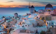 Du lịch thế giới bùng nổ và nỗi khổ của Venice,... Santorini