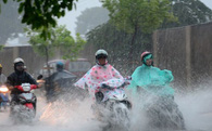 Không khí lạnh tràn về, Hà Nội có mưa lớn trên diện rộng