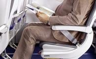 Khi đi máy bay bạn sẽ hay thấy người Nhật làm điều này nhưng vì sao thì chắc chắn bạn sẽ bất ngờ