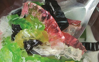Ẩn họa từ thạch và sương sáo nhiều màu sắc ngoài chợ