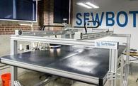 Mỹ sử dụng robot may quần áo, công suất ngang với 17 nhân công làm việc trong 1 giờ