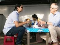 Thủ tướng Úc chia sẻ ảnh lần đầu thưởng thức bánh mì tại Đà Nẵng cùng Luke Nguyễn