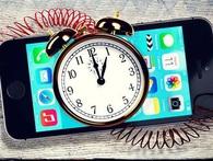 Chỉ là tin đồn thôi, làm gì có chuyện Apple cố tình làm chậm iPhone cũ để bán iPhone mới!