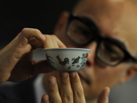 Một chiếc bát sứ nhỏ có thể được bán cả triệu đô: Điều gì làm nên mức giá ngất ngưởng của gốm sứ Trung Quốc