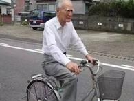 Cụ ông 90 ngày nào cũng đạp xe đi chợ cho vợ, khi biết danh tính, ai nấy đều khâm phục