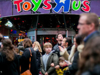 Đế chế đồ chơi lớn nhất thế giới sụp đổ trong chớp mắt: Vì đâu nên nỗi?