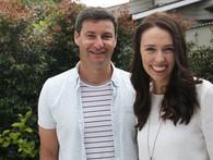 Bí mật về người đàn ông đứng sau nữ thủ tướng trẻ tuổi nhất thế giới