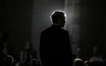 Cách quản lý 'li ti' đáng sợ kiểu Elon Musk bỏ ngỏ về tương lai mờ mịt của Tesla: CEO mà kiêm luôn giám đốc bán hàng, đứng đầu mảng tài chính, kỹ thuật, tự quyết định đến từng con ốc vít