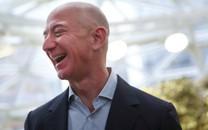 Jeff Bezos trở thành người giàu có nhất trong lịch sử đương đại, khối tài sản vượt xa hơn rất nhiều so với Bill Gates