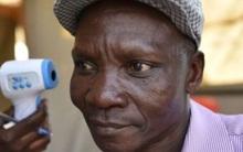 Người đàn ông xì hơi một cái là chết cả đàn muỗi, được công ty diệt côn trùng săn đón như thần tượng